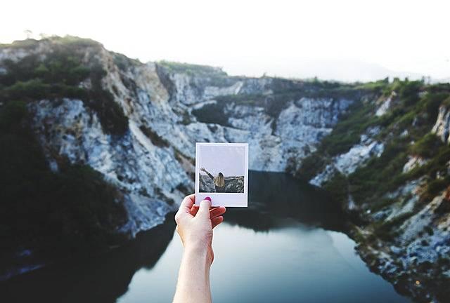旅する女性の写真