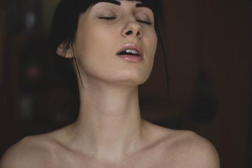 中イキしてる女性の画像