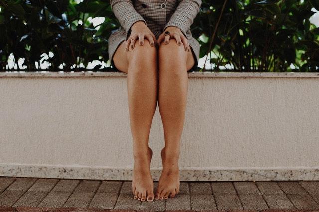 膣トレの正しくてキモチイイ締め方を学ぶ女性の画像
