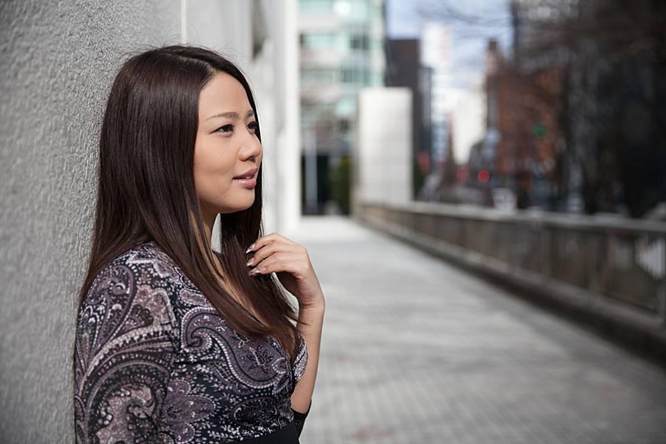 結婚しない生き方についてインタビューに答える鈴木涼美さん