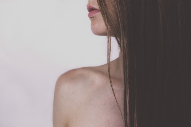 髪が長い女性の画像