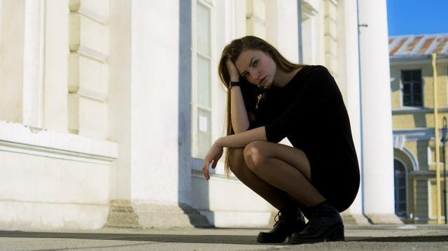 ナンパ被害に悩む女性の画像