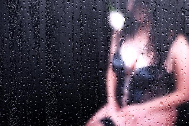 性癖を否定的にジャッジされた女性の画像