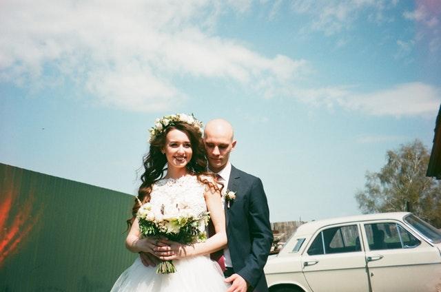 レズビアンがマッチングアプリで見つけた懐が深い夫と結婚して幸せそうな画像
