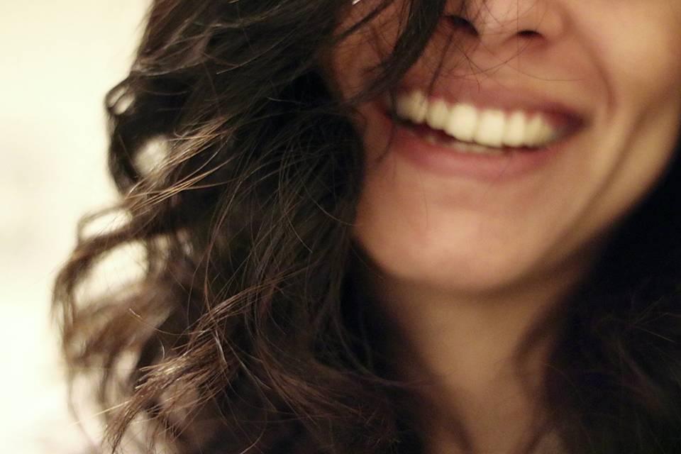女性が笑顔でいる写真