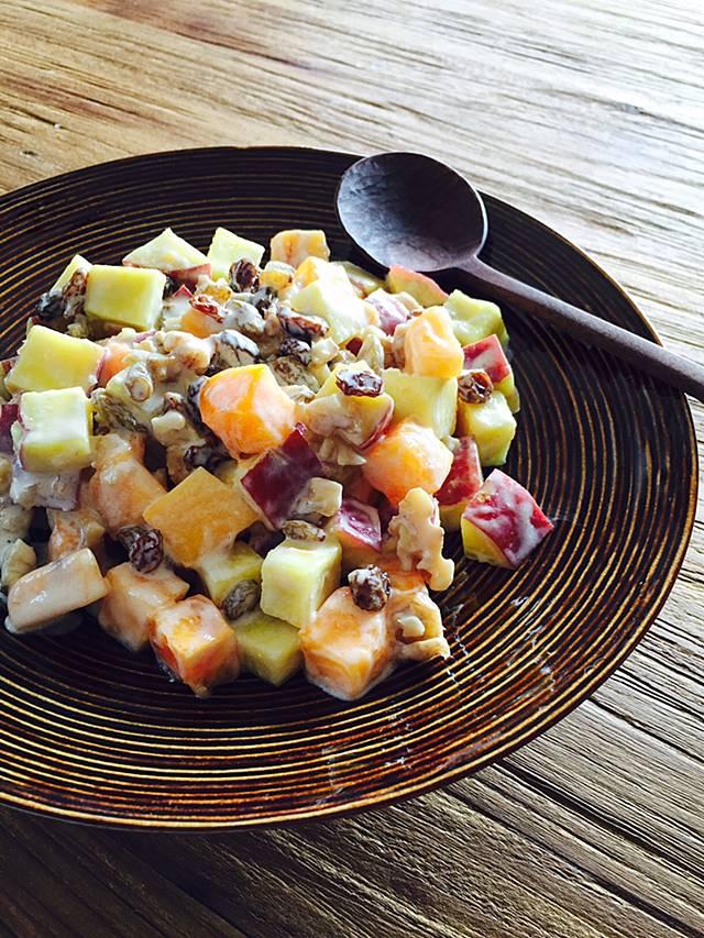 柿とさつまいものヨーグルトサラダ 太田みお ひとり飯
