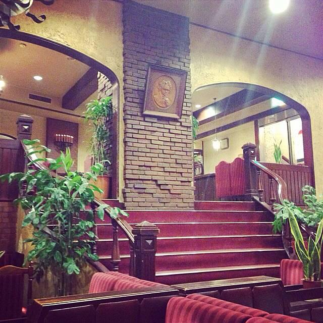席が多くてすぐ入れる新宿の喫茶店「らんぶる」