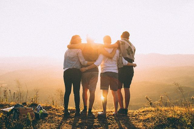 男女の友情をはぐくむ人々の画像